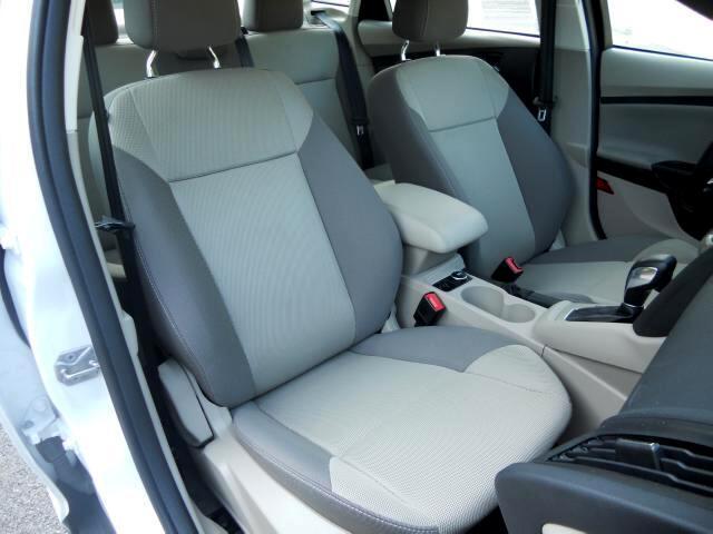 Ford Focus SE 2012